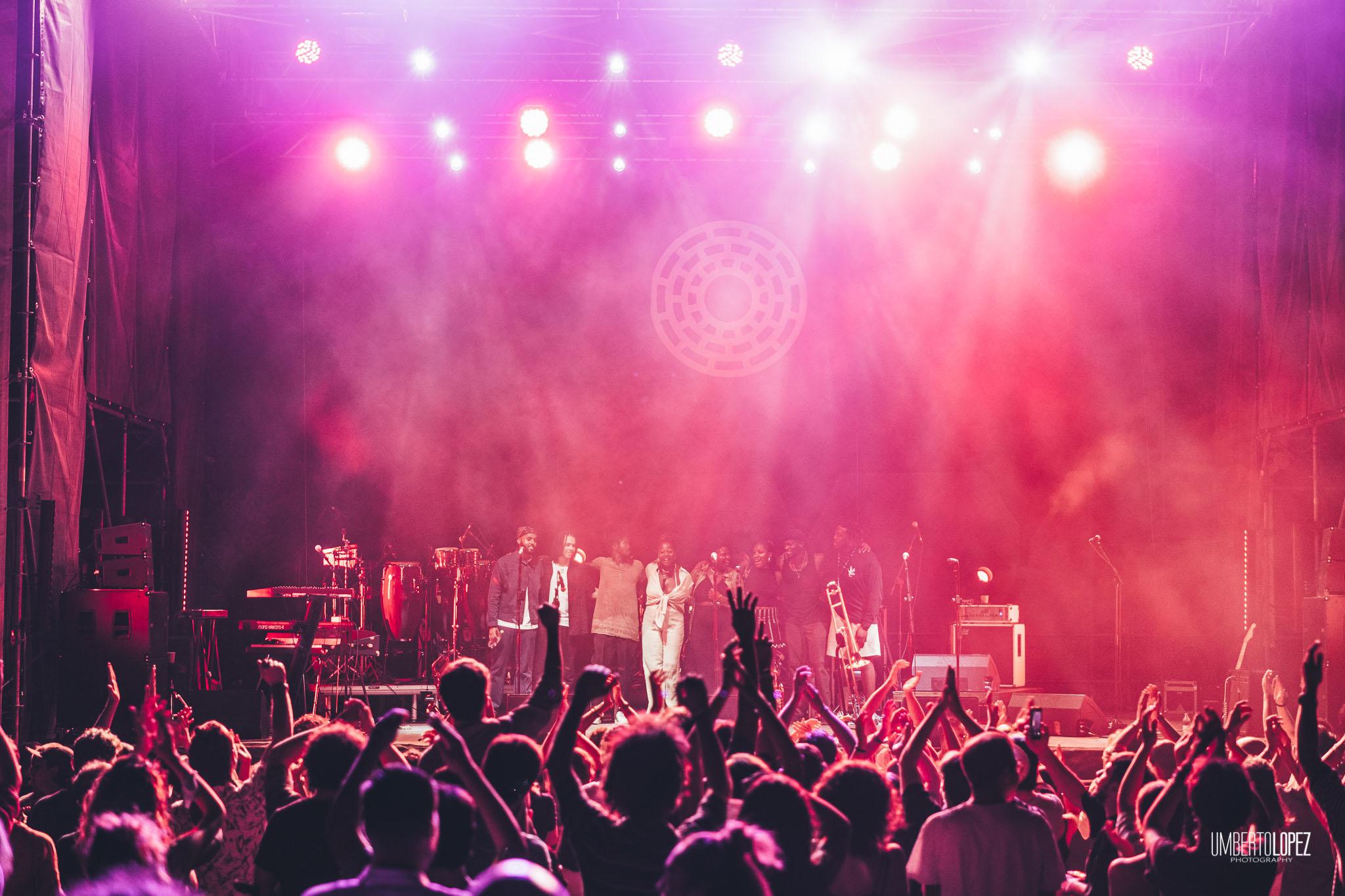 Concluso con successo il lungo viaggio del Locus festival 2021. 20.000 presenze in 15 serate di cui 11 sold-out sono la fotografia di un evento in continua crescita nonostante le difficoltà del settore. Appuntamento alla XVIII edizione a Locorotondo tra fine luglio e metà agosto 2022.
